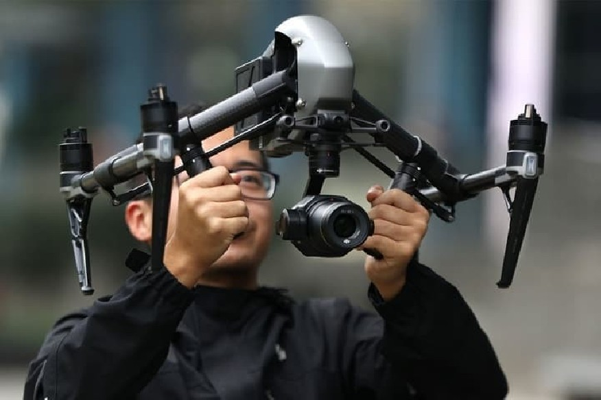 DJI Inspire 2 drono rankenos-DJI Inspire 2-DJI-Dronai.lt                             title=